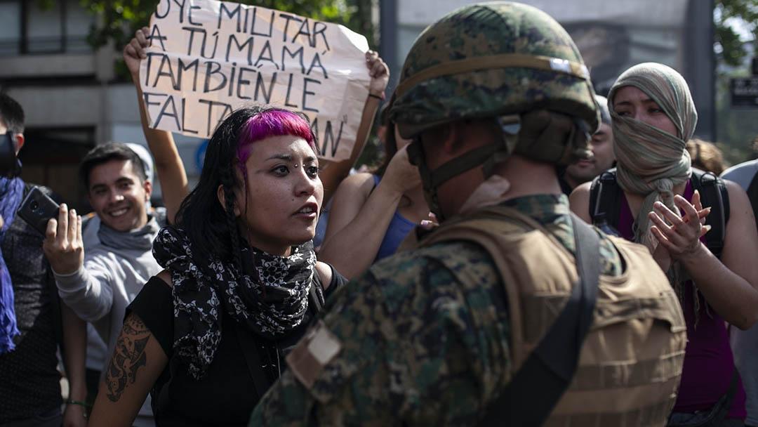 No centro da revolta global, o feminismo