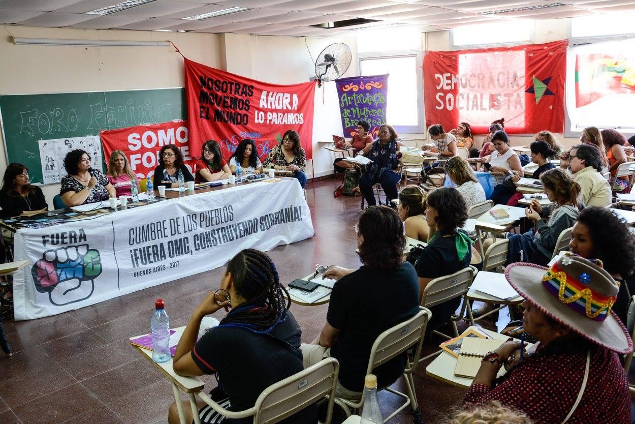 Cumbre de los Pueblos: Fórum reúne feministas para debater economia