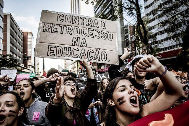 Vamos às ruas em defesa da educação