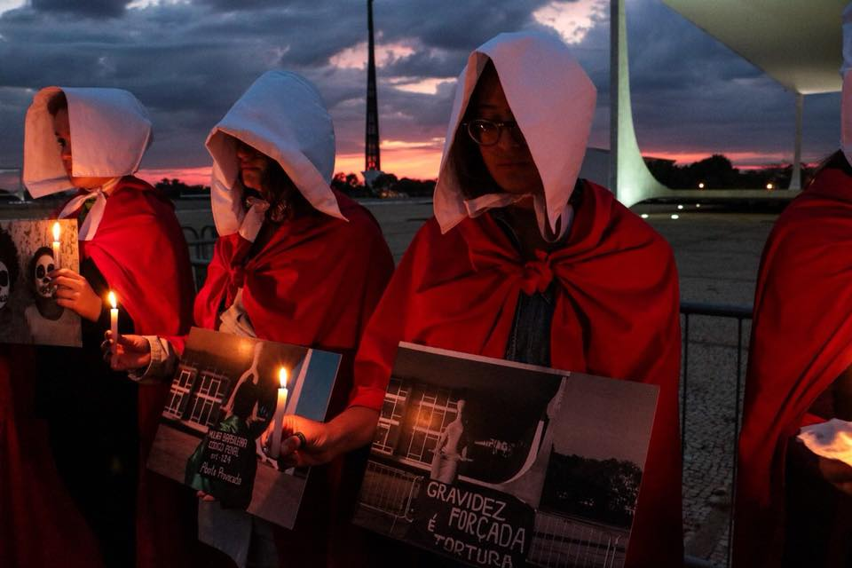 Ato marca amanhecer em defesa da Vida das Mulheres