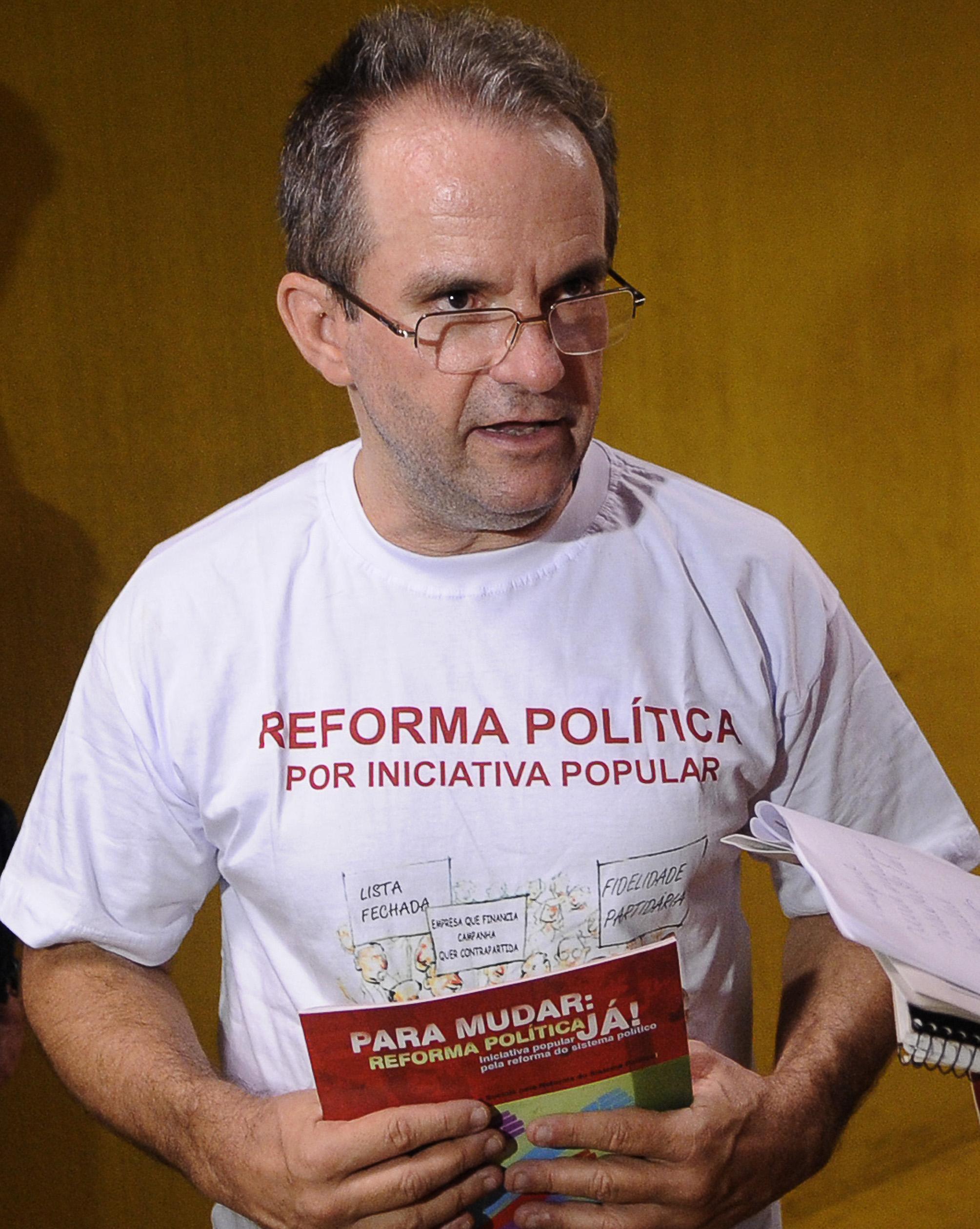 Movimentos Sociais lanam campanha pela reforma pol'tica. Entrevista do dirigente da INESC ( Instituto de Estudos Socioeconomicos), JosŽ Antonio Moroni.