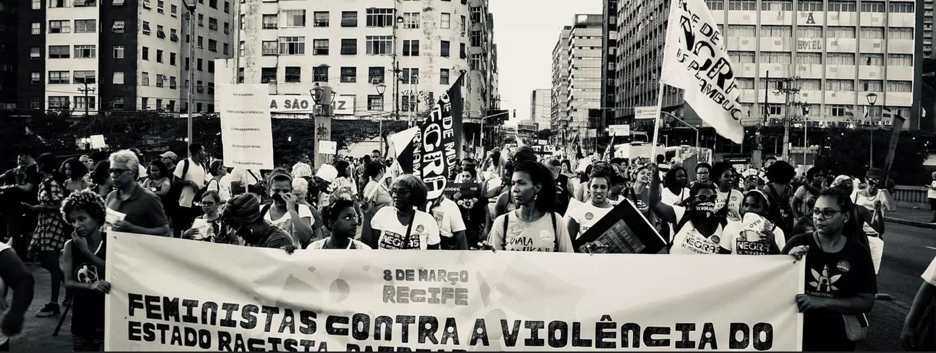 """Na pandemia, nós mulheres """"estamos de luto e lutando"""""""