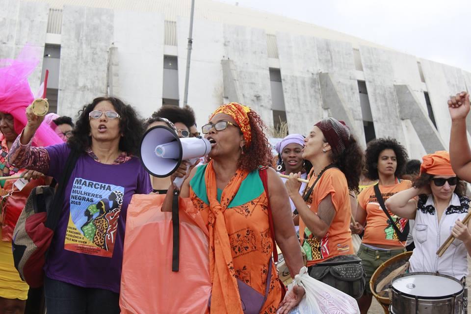 """Analba Brazão: """"Me gritaram negra. NEGRA eu sou!"""""""