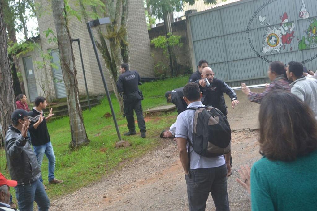 Polícia invade Escola Nacional Floresta Fernandes sem mandato de busca e apreensão