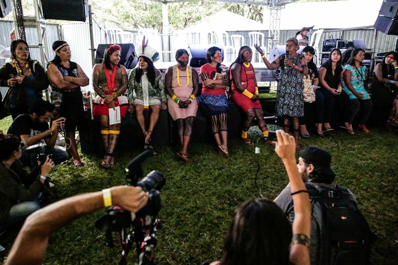 Plenária de abertura do ATL 2018 reúne quase três mil indígenas por Demarcação Já!