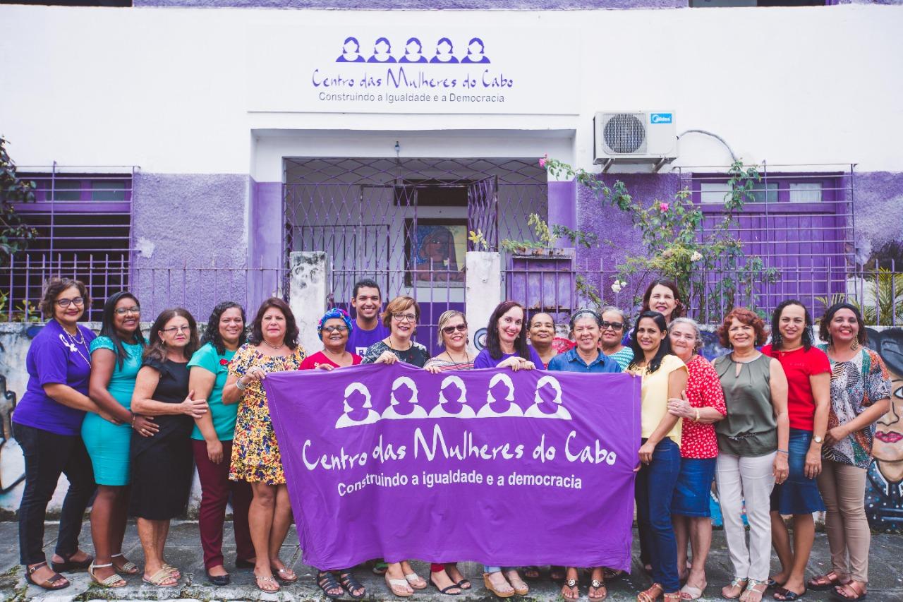 Saudações feministas ao Centro das Mulheres do Cabo