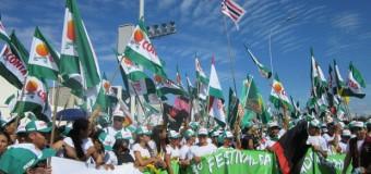 """""""As jovens mulheres presentes na Marcha das Margaridas 2015, reivindicam…"""""""
