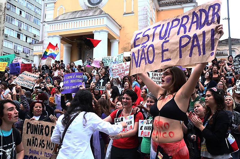 Pesquisadora analisa violência contra a mulher praticada pelo Estado brasileiro