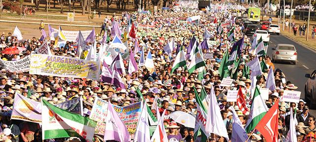Cem mil trabalhadoras rurais pedem apoio para marchar em Brasília