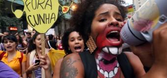 Feministas entregam 87 mil assinaturas pela rejeição do PL 5069