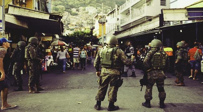 Rio de Janeiro - Militares seguem operando na favela da Rocinha para combater confrontos entre facções de traficantes de drogas (Fernando Frazão/Agência Brasil)